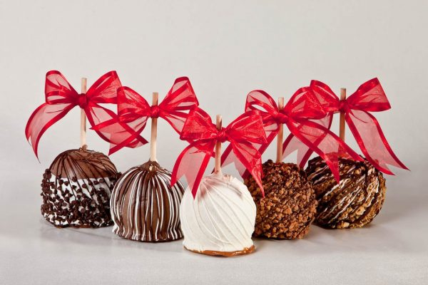 5 group chocolate caramel apples